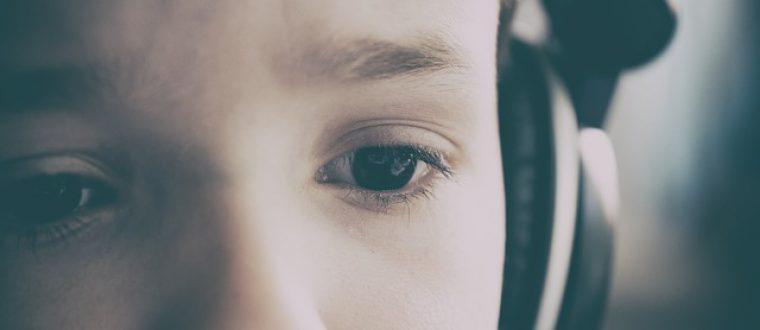 העשרה לילדים: פודקאסטים מומלצים להאזנה בשעות הפנאי